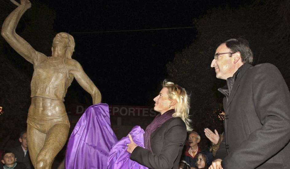 No solo la estatua, también la calle
