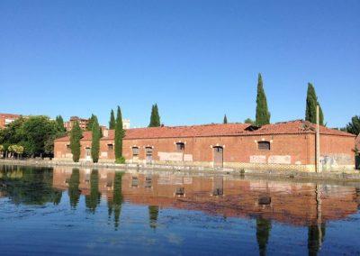 Edificio frente al museo del agua
