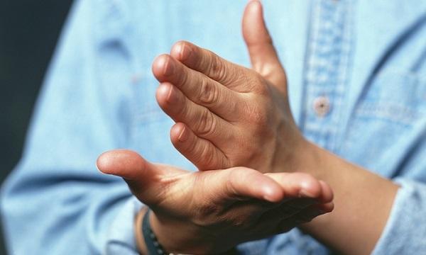 Al Ayuntamiento le cuesta ver las dificultades de las personas sordas
